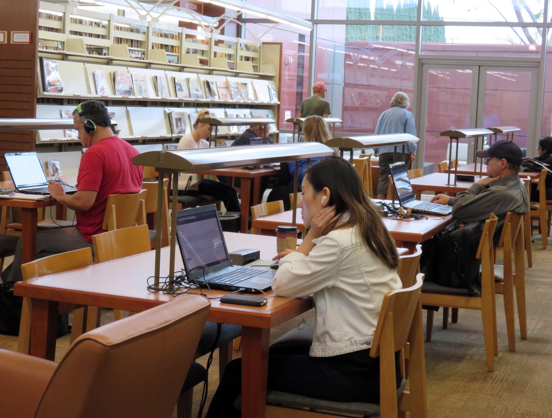 desk-female-sitting-student-bookshelf-education-799419-pxhere.com.jpg
